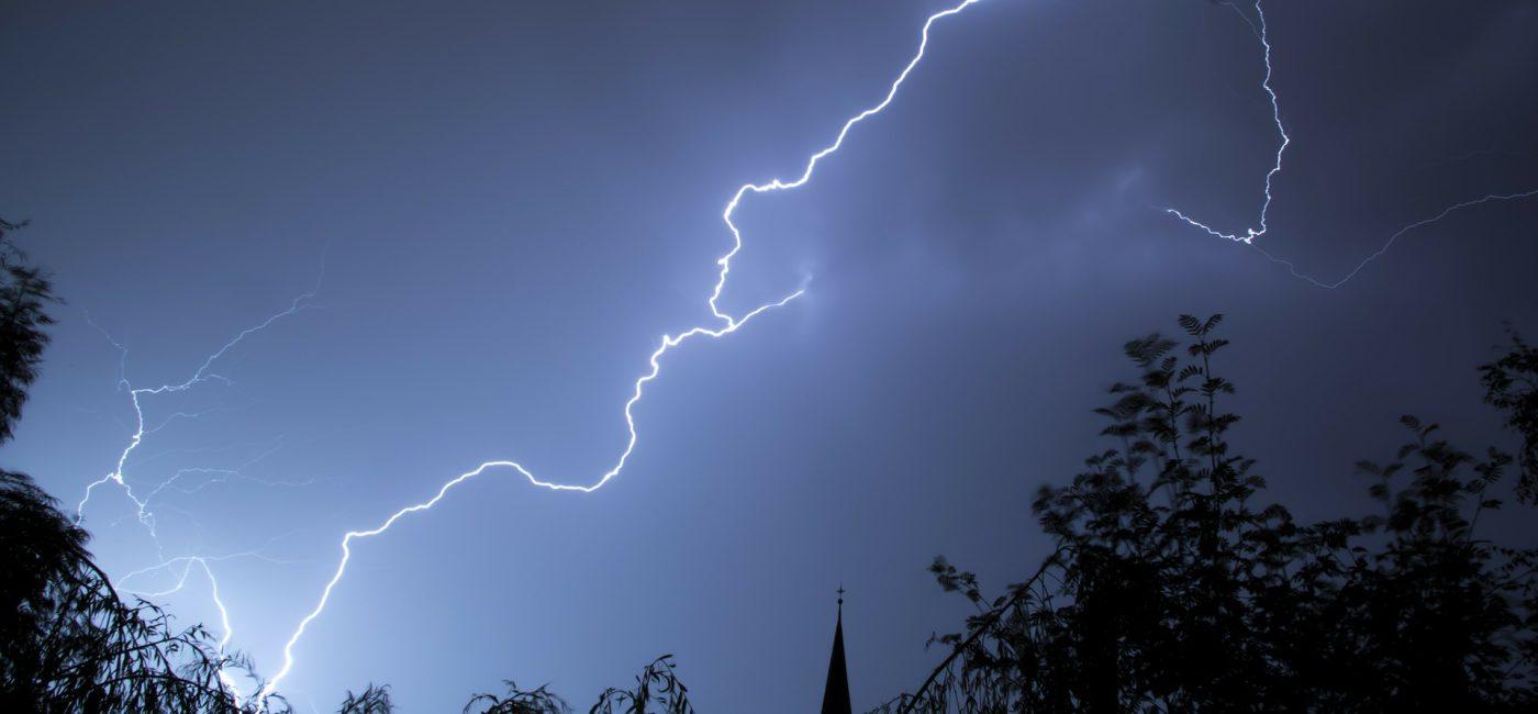 """lightning 199651 1920 1400x650 - Tippfehler-Domains  - oder: warum """"wetter-onlin.de"""" keine gute Idee ist…"""